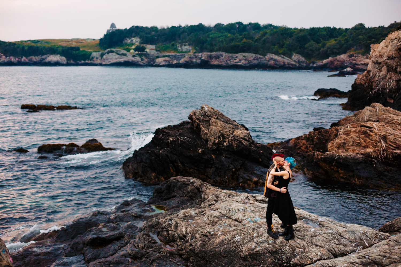 engagement-session-fort-wetherill-rhode-island-new-england-adventure-photographer.jpg