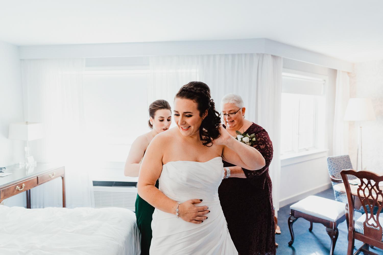 connecticut-wedding-avon-old-farms-hotel-new-england-photographer.jpg