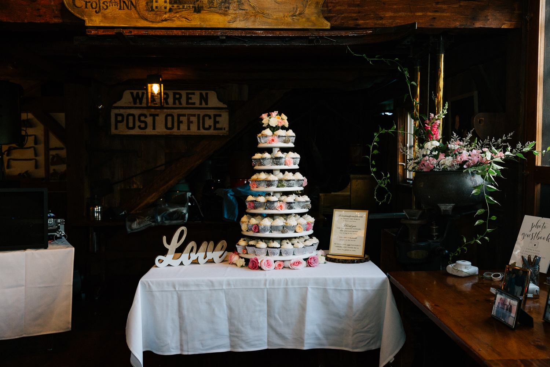 andrea-van-orsouw-photography-fun-photographer-natural-boston-massachusetts-fun-salem-cross-inn-wedding.jpg