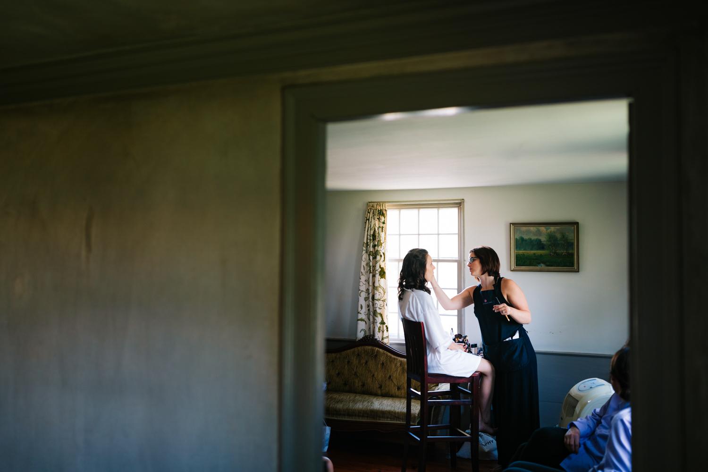 8.photographer-salem-cross-inn-natural-fun-adventurous-boston-andrea-van-orsouw-photography-massachusetts-wedding.jpg