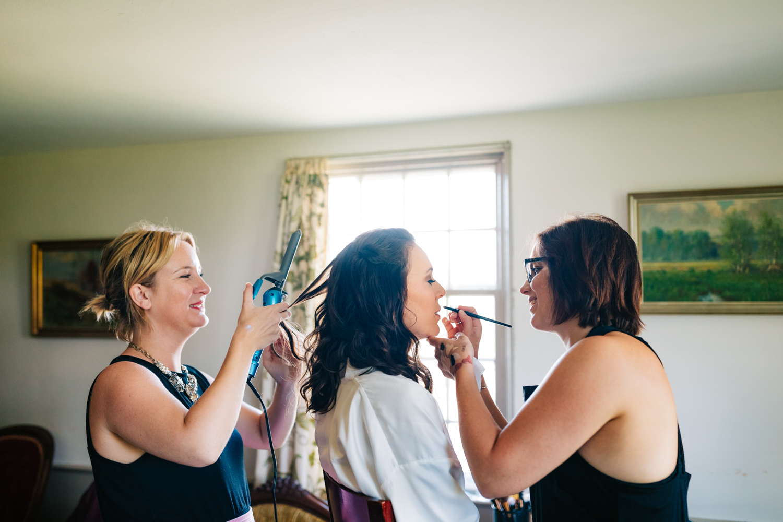11. adventurous-wedding-photographer-fun-salem-cross-inn-boston-massachusetts-andrear-van-orsouw-natural-photography.jpg