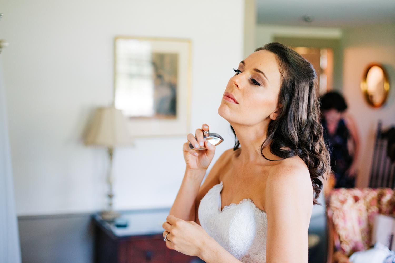 13. fun-natural-photographer-boston-massachusetts-salem-cross-inn-wedding-andrea-van-orsouw-photography-adventurous.jpg
