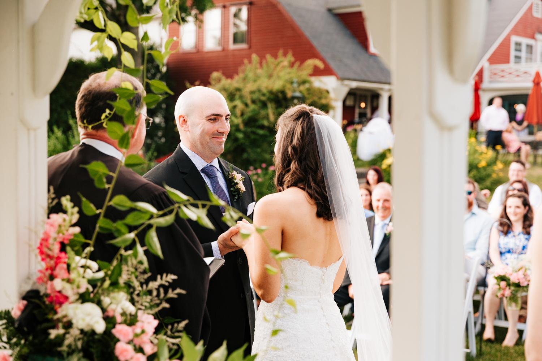 27. salem-cross-inn-natural-fun-wedding-adventurous-boston-photographer-massachusetts-andrea-van-orsouw-photography.jpg