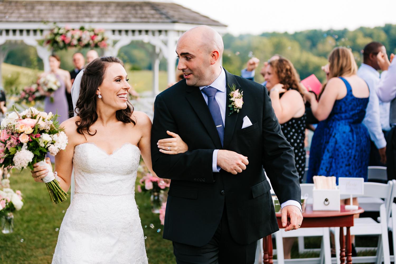 32. andrea-van-orsouw-photohgraphy-boston-massachusetts-salem-cross-inn-fun-adventurous-natural-wedding-photographer.jpg