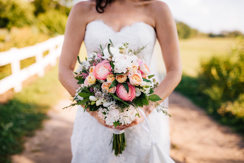 42. andrea-van-orsouw-photography-natural-boston-photographer-salem-cross-inn-fun-wedding-massachusetts-adventurous.jpg