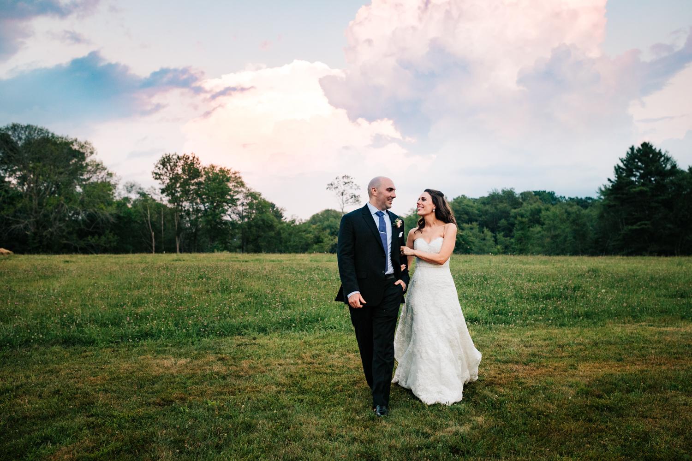 48. boston-massachusetts-adventurous-wedding-photographer-salem-cross-inn-fun-natural-andrea-van-orsouw-photography.jpg