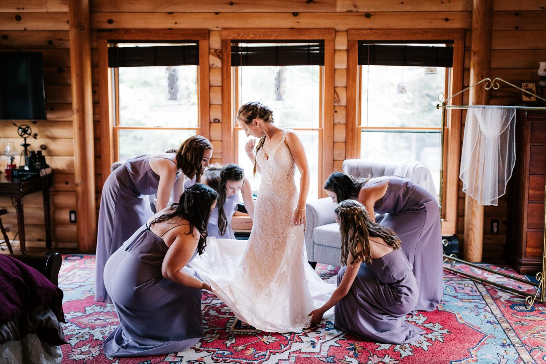 9 adventurous-fun-natural-wedding-photographer-salem-cross-inn-boston-massachusetts-andrea-van-orsouw-photography.jpg