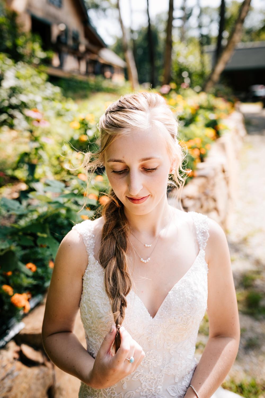 12 adventurous-fun-natural-wedding-photographer-salem-cross-inn-boston-massachusetts-andrea-van-orsouw-photography.jpg