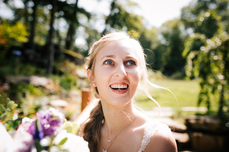 13 adventurous-fun-natural-wedding-photographer-salem-cross-inn-boston-massachusetts-andrea-van-orsouw-photography.jpg