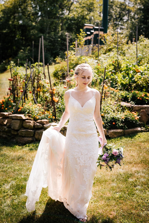15 adventurous-fun-natural-wedding-photographer-salem-cross-inn-boston-massachusetts-andrea-van-orsouw-photography.jpg