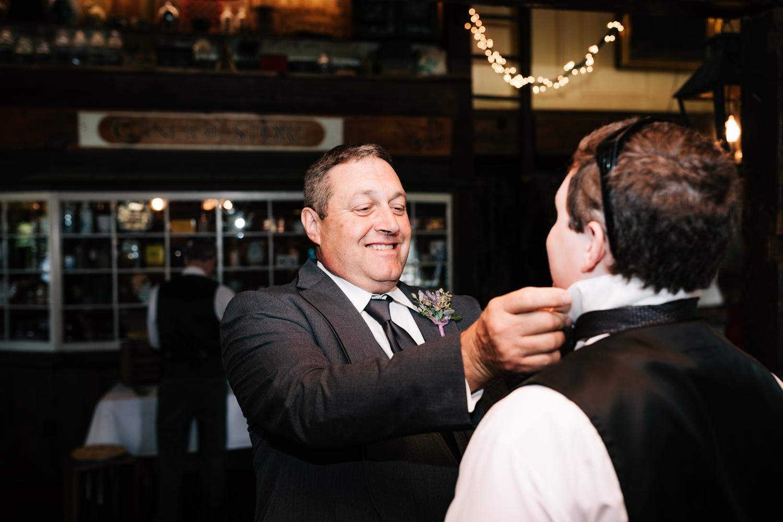 18 adventurous-fun-natural-wedding-photographer-salem-cross-inn-boston-massachusetts-andrea-van-orsouw-photography.jpg