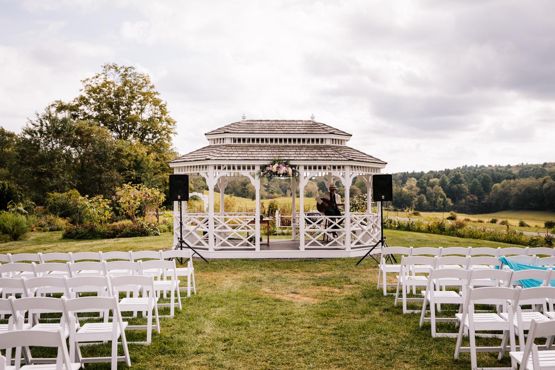 21 adventurous-fun-natural-wedding-photographer-salem-cross-inn-boston-massachusetts-andrea-van-orsouw-photography.jpg
