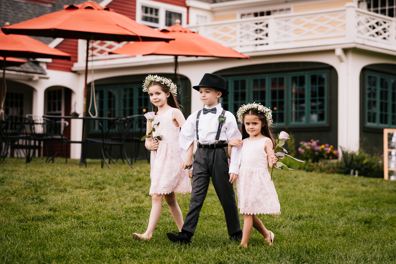 23 adventurous-fun-natural-wedding-photographer-salem-cross-inn-boston-massachusetts-andrea-van-orsouw-photography.jpg