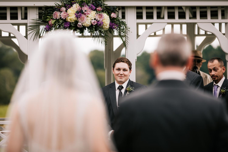 25 adventurous-fun-natural-wedding-photographer-salem-cross-inn-boston-massachusetts-andrea-van-orsouw-photography.jpg