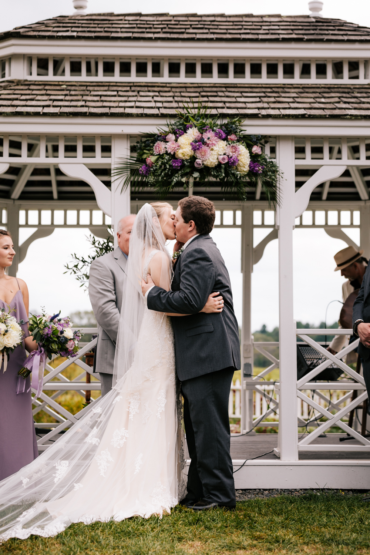 34 adventurous-fun-natural-wedding-photographer-salem-cross-inn-boston-massachusetts-andrea-van-orsouw-photography.jpg