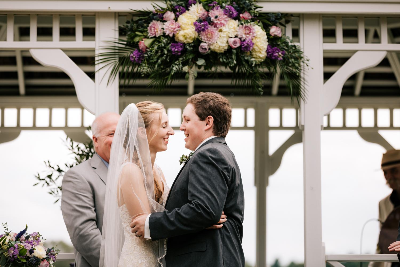 35 adventurous-fun-natural-wedding-photographer-salem-cross-inn-boston-massachusetts-andrea-van-orsouw-photography.jpg