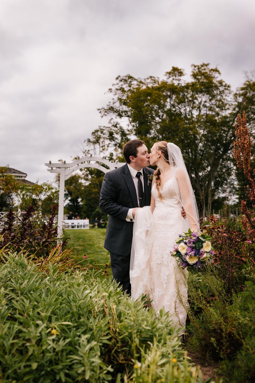 43 adventurous-fun-natural-wedding-photographer-salem-cross-inn-boston-massachusetts-andrea-van-orsouw-photography.jpg