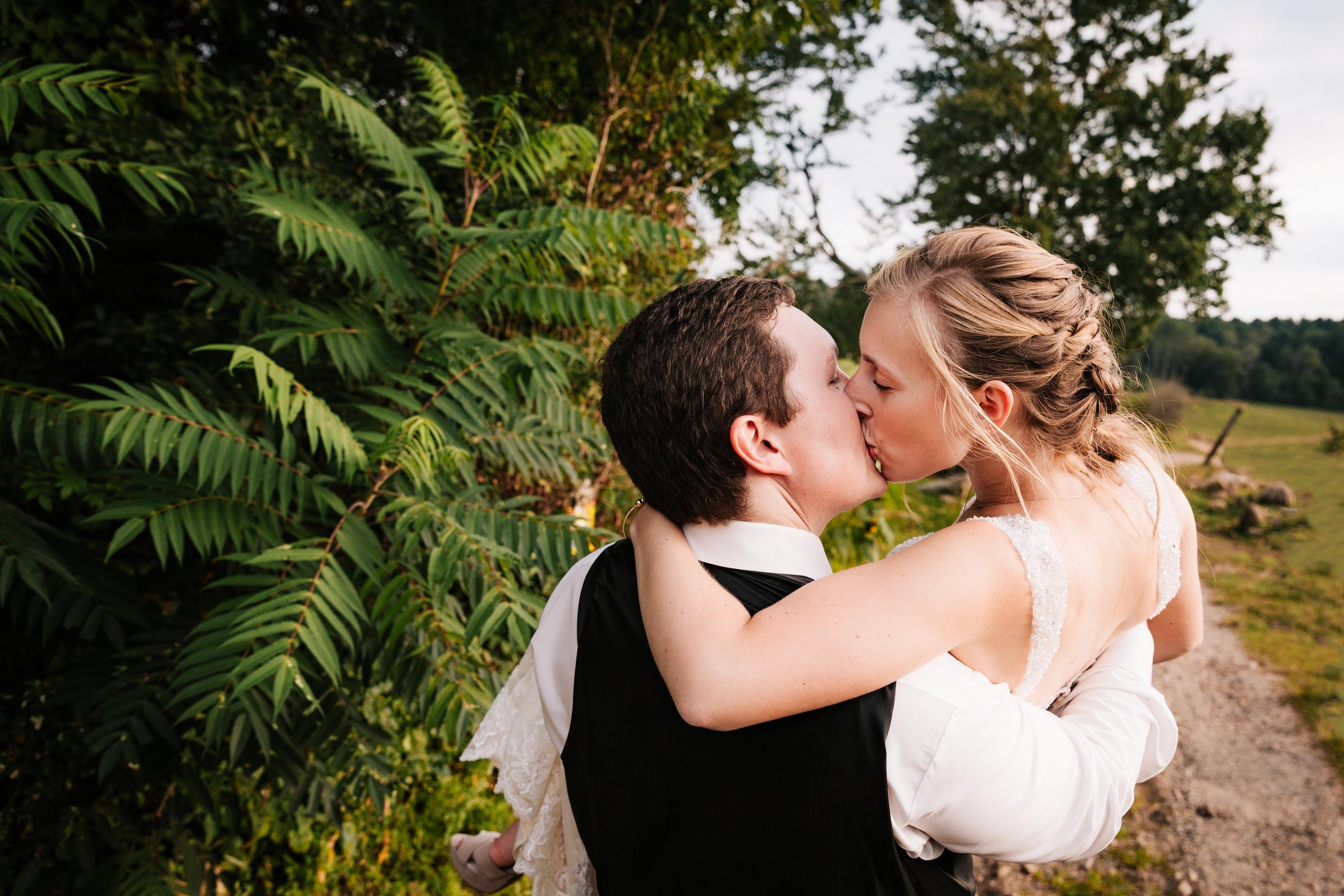 55 adventurous-fun-natural-wedding-photographer-salem-cross-inn-boston-massachusetts-andrea-van-orsouw-photography.jpg