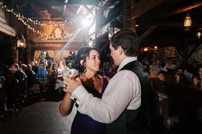 66 adventurous-fun-natural-wedding-photographer-salem-cross-inn-boston-massachusetts-andrea-van-orsouw-photography.jpg