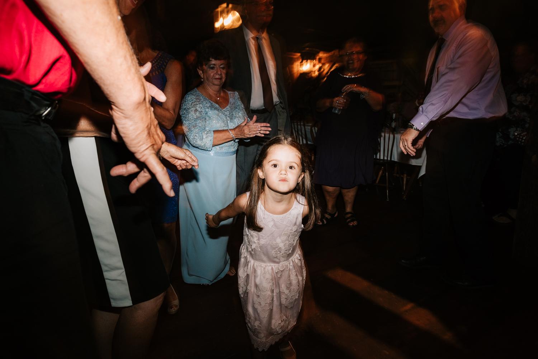 68 adventurous-fun-natural-wedding-photographer-salem-cross-inn-boston-massachusetts-andrea-van-orsouw-photography.jpg