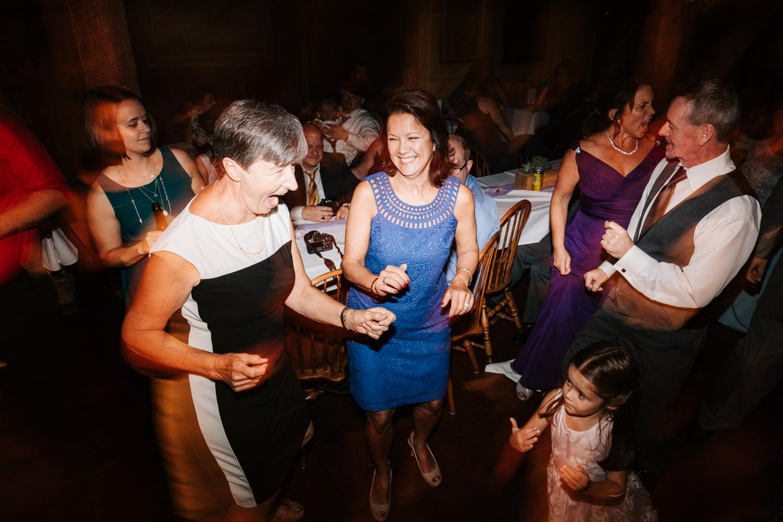 69 adventurous-fun-natural-wedding-photographer-salem-cross-inn-boston-massachusetts-andrea-van-orsouw-photography.jpg