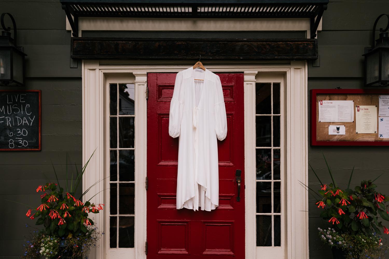 1. dublin-new-hampshire-indie-adventurous-photographer-andrea-van-orsouw-photography-fun-natural-wedding-2.jpg