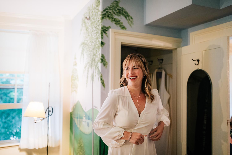 1. dublin-new-hampshire-indie-adventurous-photographer-andrea-van-orsouw-photography-fun-natural-wedding-6.jpg