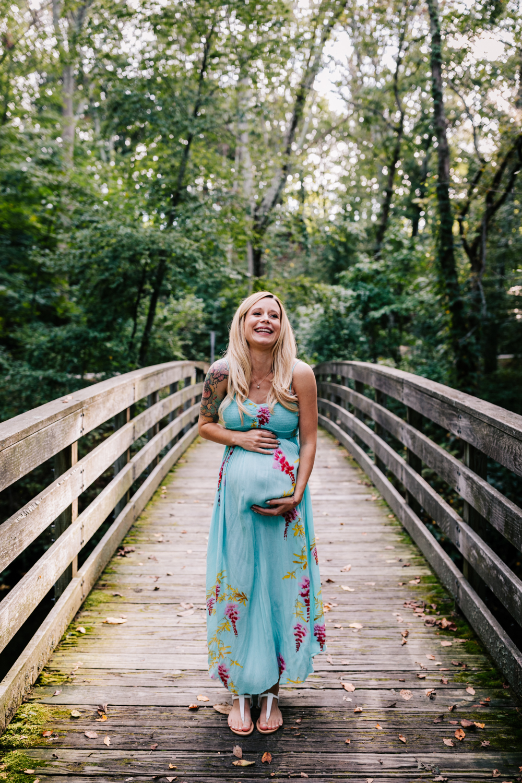 1. fun-maternity-photographer-adventurous-rhode-island-natural-blackstone-river-park-andrea-van-orsouw-photography-2.jpg