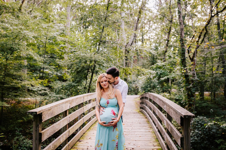 1. fun-maternity-photographer-adventurous-rhode-island-natural-blackstone-river-park-andrea-van-orsouw-photography-3.jpg