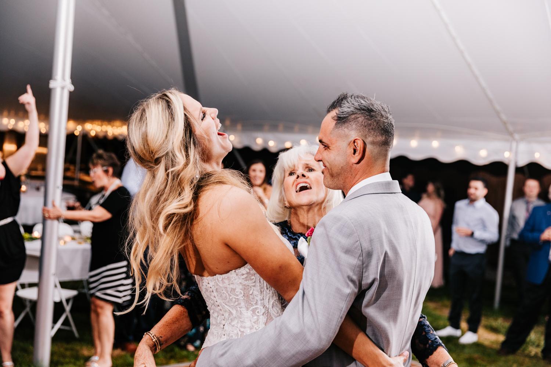 5. whately-massachusetts-fun-wedding-photographer-andrea-van-orsouw-photography-albuquerque-natural-photographer-el-paso-fun-27.jpg