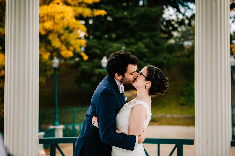 3. photographer-fun-roger-williams-park-rhode-island-santa-fe-new-england-weddings-adventurous-fun-natural-andrea-van-orsouw-photography-4.jpg
