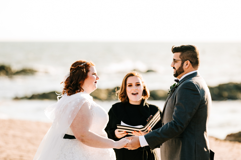 5. photographer-albuquerque-andrea-van-orsouw-photography-natural-fun-adventurous-boston-wedding-new-haven-lighthouse-point-park-5.jpg
