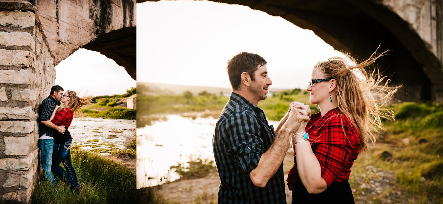 7. fun-santa-fe-wedding-adventurous-carlsbad-new-mexico-flumes-engagement-wedding-photographer-natural-andrea-van-orsouw-photography3.jpg
