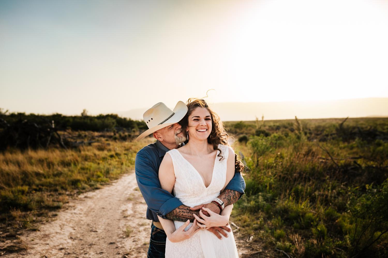 2.fun-santa-fe-wedding-adventurous-washington-ranch-calrsbad-new-mexico-wedding-photographer-natural-andrea-van-orsouw-photography1.jpg