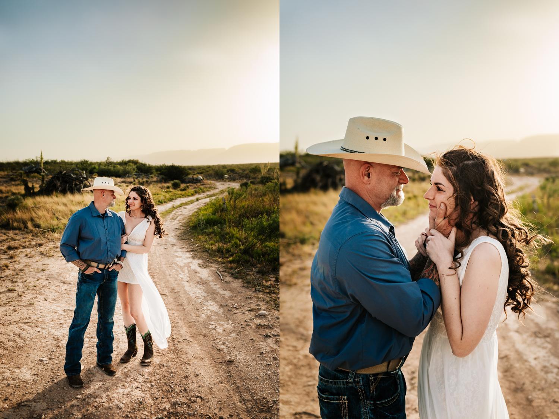 2.fun-santa-fe-wedding-adventurous-washington-ranch-calrsbad-new-mexico-wedding-photographer-natural-andrea-van-orsouw-photography3.jpg