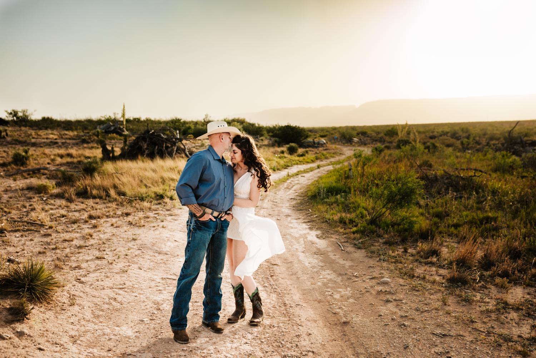 3. fun-photographer-andrea-van-orsouw-photography-wedding-natural-adventurous-washington-ranch-carlsbad-new-mexico1.jpg