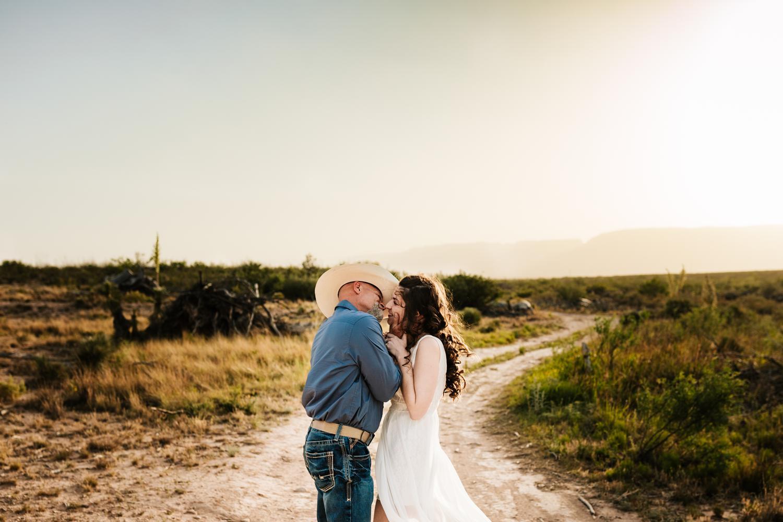 3. fun-photographer-andrea-van-orsouw-photography-wedding-natural-adventurous-washington-ranch-carlsbad-new-mexico2.jpg