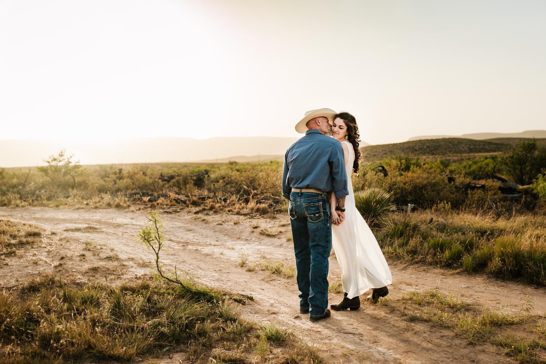 4. adventurous-wedding-photographer-fun-natural-washington-ranch-carlsbad-new-mexico-andrea-van-orsouw-photography-albuquerque1.jpg