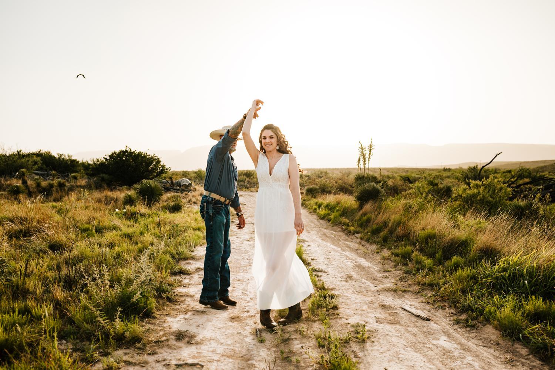 5. albuquerque-wedding-photographer-fun-adventurous-andrea-van-orsouw-photography-natural-carlsbad-washington-ranch-new-mexico2.jpg