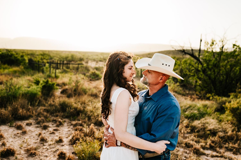 6. wedding-photographer-fun-new-mexico-natural-washington-ranch-carlsbad-adventurous-andrea-van-orsouw-photography2.jpg