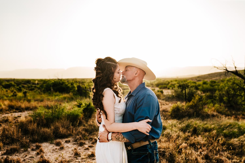 6. wedding-photographer-fun-new-mexico-natural-washington-ranch-carlsbad-adventurous-andrea-van-orsouw-photography3.jpg