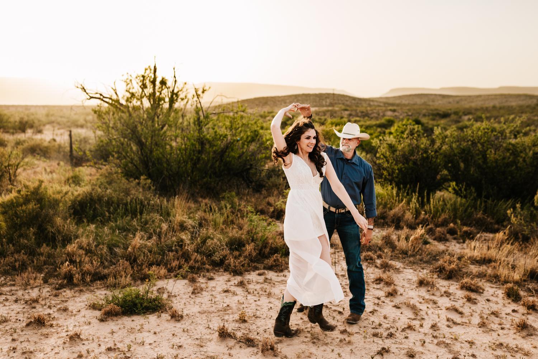7. andrea-van-orsouw-photography-natural-albuquerque-fun-photographer-natural-new-mexico-carlsbad-washington-ranch-wedding1.jpg