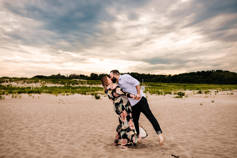 6. adventurous-massachusetts-andrea-van-orsouw-photography-fun-wedding-natural-new-england-photographer-crane-beach4.jpg