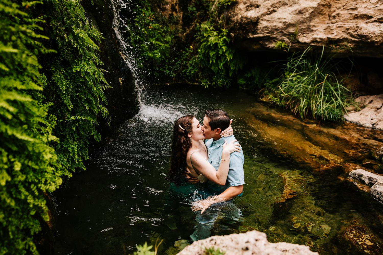 4. sitting-bull-falls-adventurous-engagement-photography-fun-albuquerque-wedding-photographer-andrea-van-orsouw-photography-carlsbad-new-mexico4.jpg
