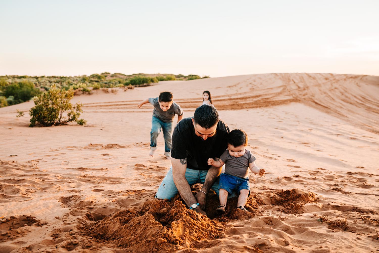 2. fun-albuquerque-family-photographer-new-mexico-natural-photographer-Andrea-van-orsouw-photography-adventurous-carlsbad4.jpg