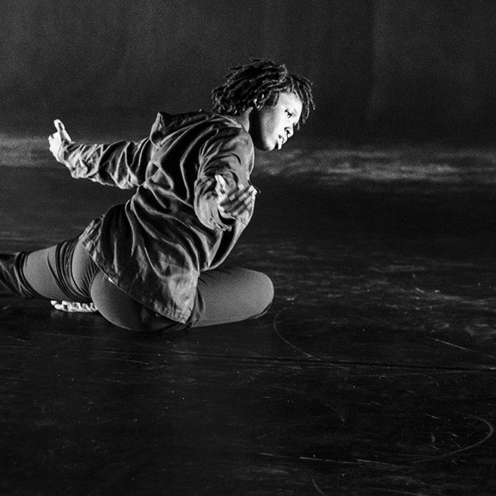 NIA SHAND  - Dancer
