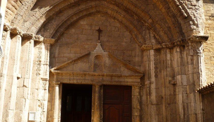 Poarta catedralei din Orange, orașul în care a avut loc conciliul din anul 529.