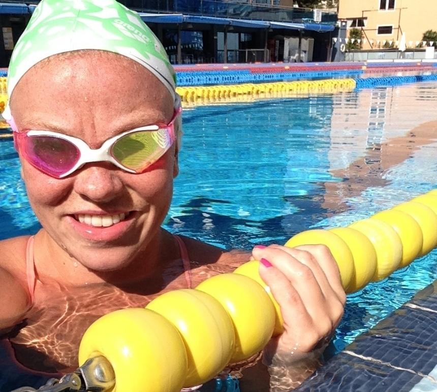 Altaalla etsitään uinnin flow-tilaa Laura Mannisen positiivisessa seurassa -