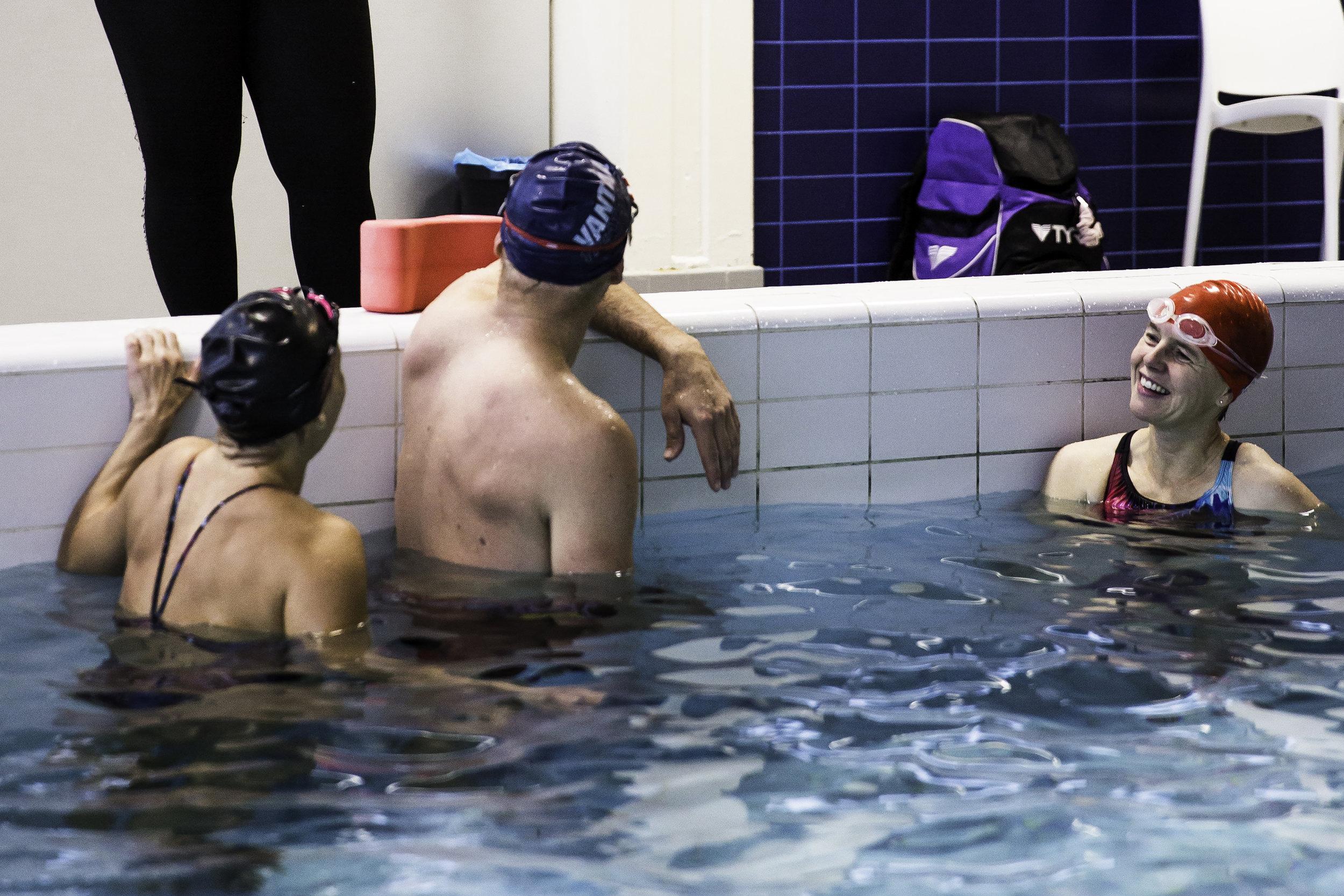 AIKUISTEN UINTIKURSSIT - Lajikohtaista ryhmäharjoittelua uimataitoisille. Kursseihin sisältyy yhdeksän harjoituskertaa.
