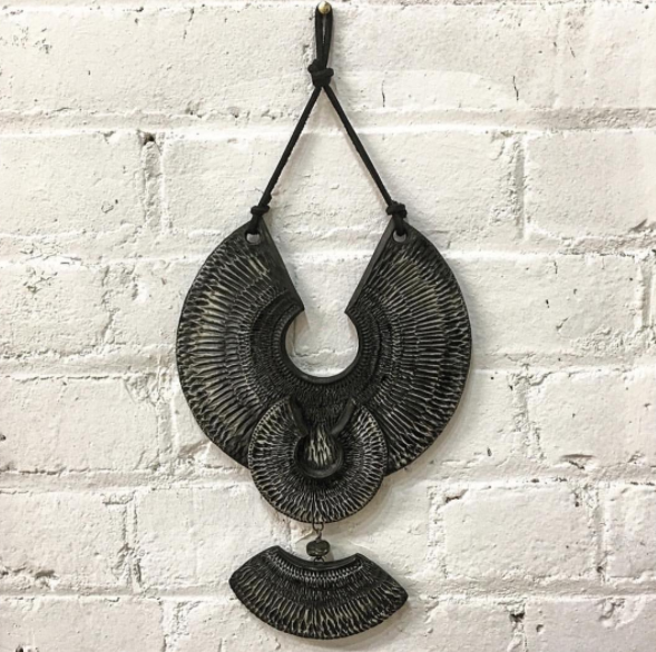 HOUSE JEWELRY - BLACK AND WHITE TEXTURED PORCELAIN WALL HANGING